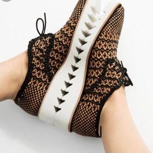 ZARA Black Tan Womens Woven Leather Tie Sneakers 6